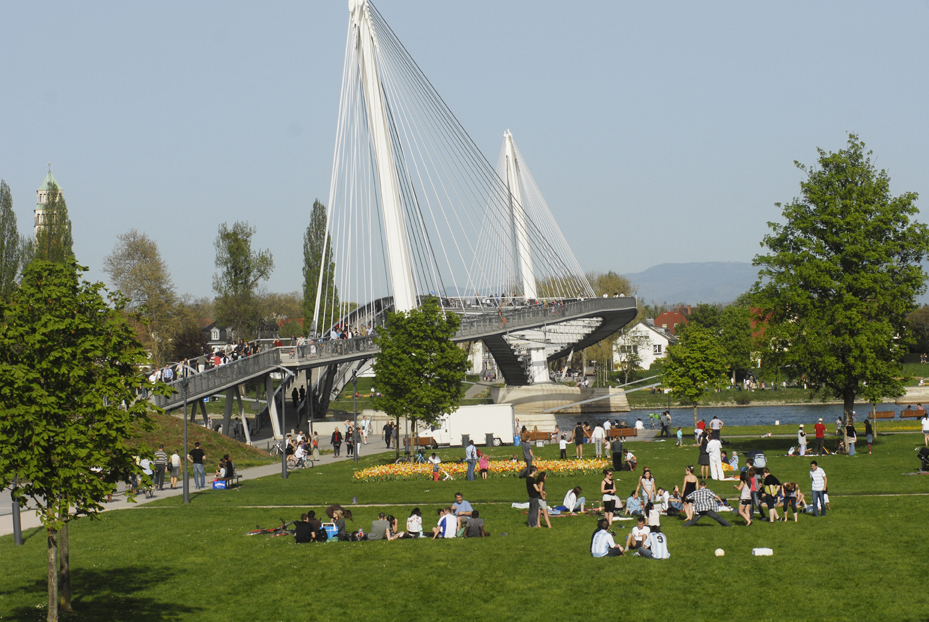 Jardin et passerelle des Deux|Rives | Strasbourg.eu